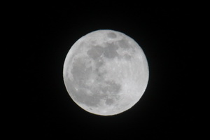 A New Year's Eve blue moon over Thornton. (ThorntonWeather.com)